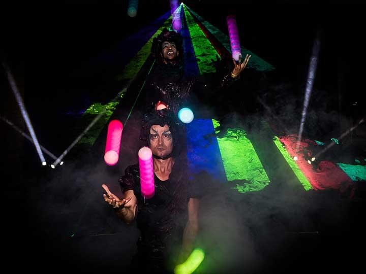 spectacle-lumineux-laser-et-jonglerie-lumineuse-cirque-indigo