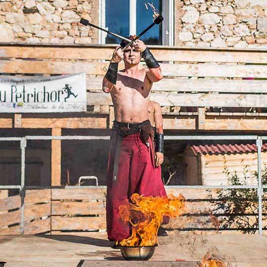 Spectacle feu carnaval 4 éléments jongleurs feu