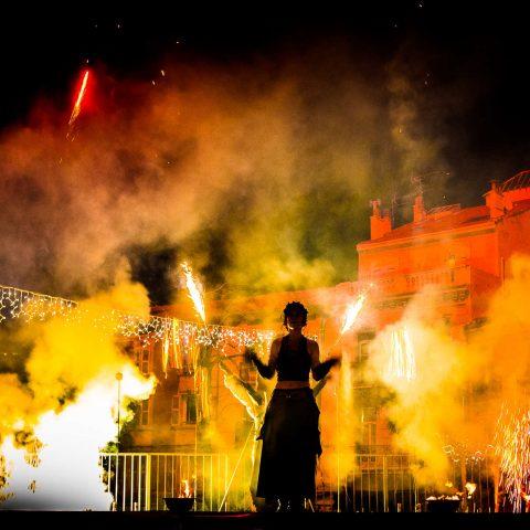 Spectacle de feu et pyrotechnie cirque indigo PACA Provence