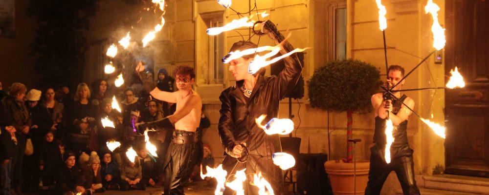 Spectacle de feu avec jongleur feu CIRQUE INDIGO PACA 13