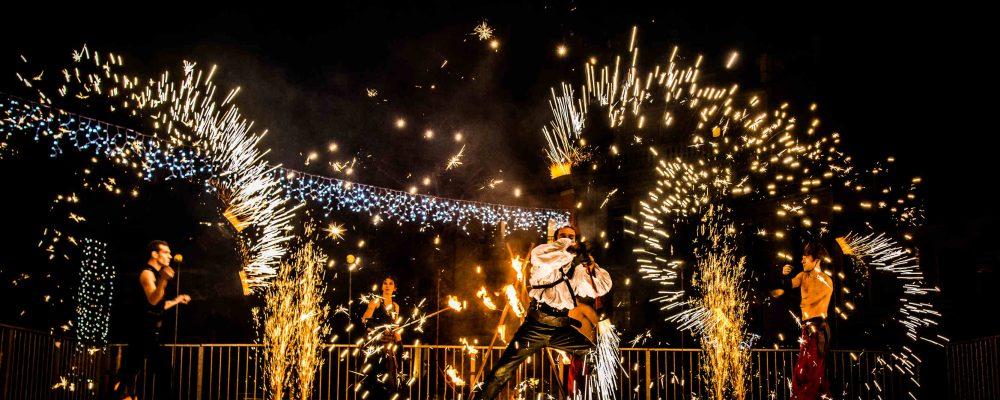 Spectacle de pyrotechnie et cracheur de feu Cirque Indigo PACA